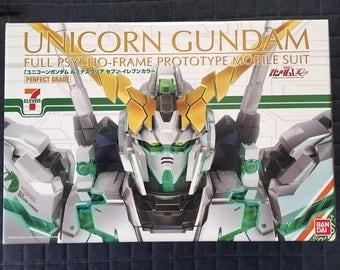 Limited Edition PG 1/60 RX-0 Unicorn Gundam (Seven-Eleven color)
