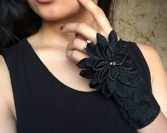 Floral Embroidered Suede Glove