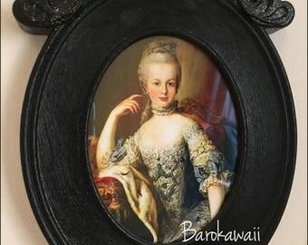 """Oval Frame """"Sparkling Marie Antoinette"""""""