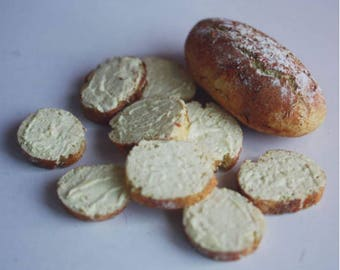 Miniature of whole bread / buttery bread toast