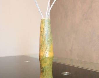 Stem vase with deep grain effect