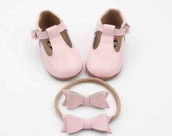 Baby leather shoes / Baby Mary Janes / baby moccasins / soft sole shoes / baby shoes / baby girl shoes / baby mocs