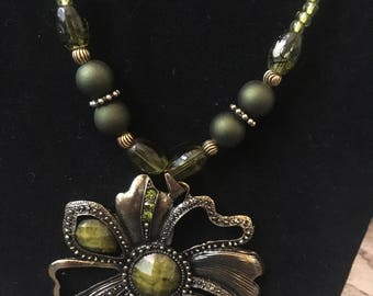 Green and gold flower beaded necklace and earrings set