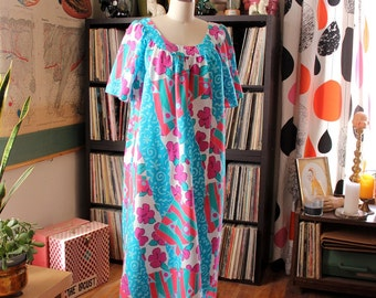 Saved by the Bell meets Hawaiian muumuu dress . lightweight vintage Hawaii dress in cartoon colors