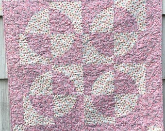 Pink and White Baby Quilt, tradition quilt pattern, small quilt, handmade, heart quilting, baby blanket, cotton blanket, circles, girl quilt