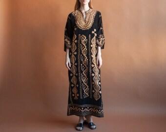 70s black velvet embroidered maxi dress / metallic gold ethnic dress / long caftan style dress / s / m / 2083d