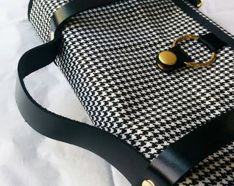 Lite Luggage -- Accessory/Travel Pouch -- houndstooth