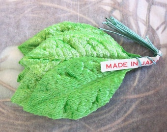 Velvet Rose Leaves / Vintage Millinery / Bunch of Twelve Stems / Granny Apple Green /  Corsage / Made in Japan