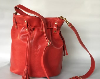 Leather bucket bag No. 017 in red