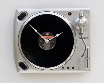 Turntable clock, Record player clock, record album clock, music lover clock, Art Clock, upcycled large wall clock, vintage, Recycled clock