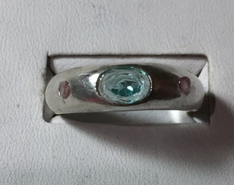 Apatite and sapphire silver band