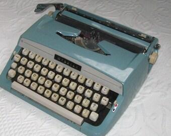 webster typewriter . retro typewriter . turquoise typewriter . retro Webster typewriter . made in USA . turquoise typewriter
