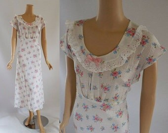 Vintage 1950s NWT Nightgown White Crinkle Cotton with Pink and Blue Flowers VOLUPE Sz 40 B44