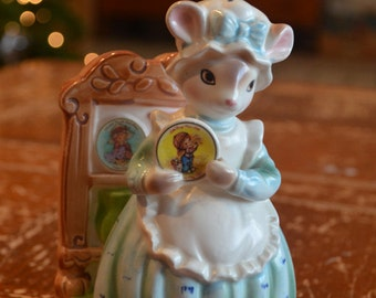 "Vintage Avon Cherished Moments Ceramic Figure ""collector's Corner"" Mouse"