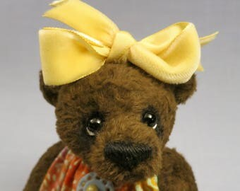 "Artist collectable bear ""Amy"""