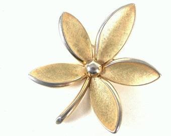 Vintage Crown Trifari  Goldtone Flower Brooch