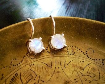 Moonstone Earrings. Sterling Silver and Rainbow Moonstone Earrings. Sterling Silver Drop Earrings. Silver Moonstone Earrings. Geunine Stones