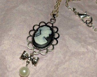 Cameo Lady Necklace with bow and pearl bead