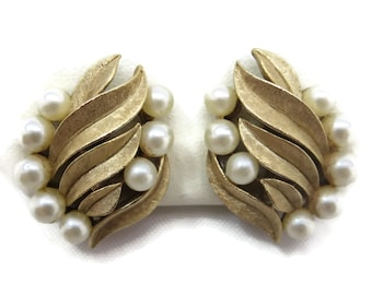 Trifari Jewelry Earrings -  Vintage Costume Jewelry, Faux Pearls, Bridal, Wedding, Gold Tone