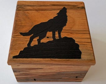 Wolf howling Maple Music box