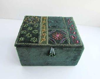 Vintage 1980's Forest Green Velvet Beaded Jewelry or Trinkets Box, Dresser Box, Beadwork Lid, Lift Top Box, Small Storage Box, Velvet Box