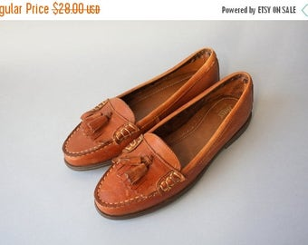 STOREWIDE SALE 80s Leather Flats / Vintage 90s Shoes / 1980s 1990s Bass Moc Toe Leather Tassle Flats