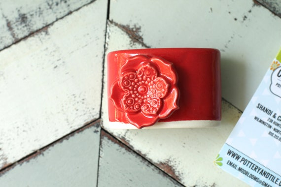 red business card display for vertical cards
