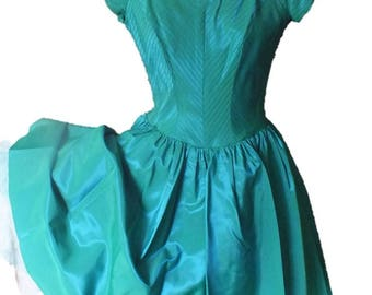 Vintage PARTY DRESS mid-century in Taffeta with mesh petticoat and beautiful Green/blue taffeta fabric
