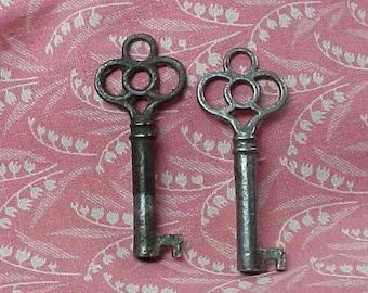 2 Vintage  Gothic Steel Furniture Keys Clover circle tops  Open Barrel Ends