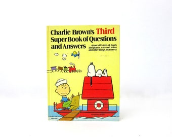 Charlie Brown's This Super Book of Questions and Answers 1978 Random House Book Illustrations Children's Book Kid's Room Peanuts Gang