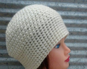 Chunky Crochet Slouch hat in Cream