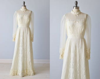 Vintage Lace Net Edwardian Style Wedding Dress / Collar / Long Sleeves / Ivory