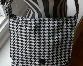Karens Messenger Bag - Black and White Hounds Tooth