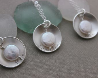 Personalized Mother's Necklace - 925 sterling silver - Any Name - Cupped Disc with Freshwater White Coin Pearl - Gift for Mother's Day