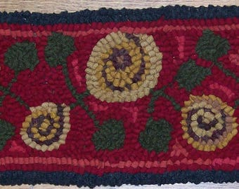 Antique Posies Runner II Complete Primitive Rug Hooking Kit with Cut Wool Fabric Strips