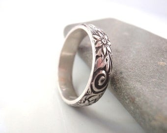Sterling Silver Ring With Pattern Size 8 and half