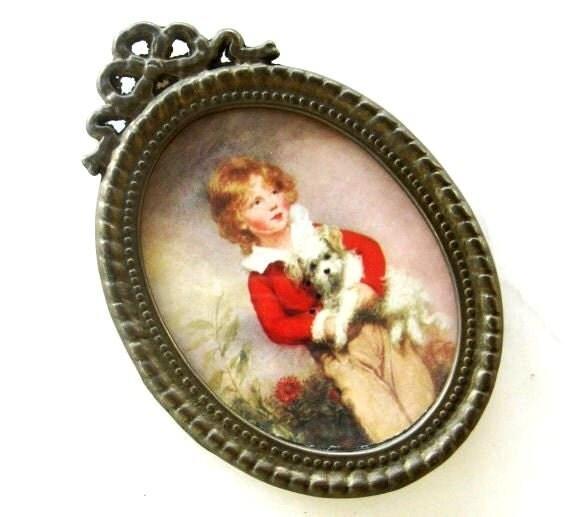 Details about brass photo frame vintage ornate oval frame victorian - Vintage Oval Metal Frame Miniature Victorian Boy Dog Ornate