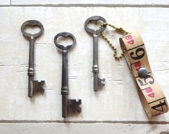 3 Vintage heart skeleton keys Old skeleton keys Vintage keys Key collection Authentic collection Old keys Skelton keys Old heart keys bit #6