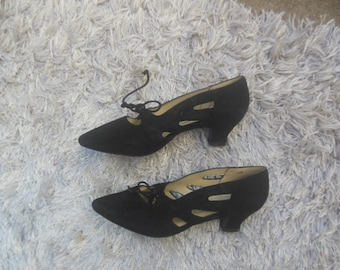 WHOLESALE / shoes / 80s vintage / victorian inspired pumps / suede / size 7.5M  / 3.00 ball / 10.00 length / savannahwillow