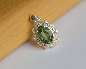 Oval Sunflower Necklace with Apatite, Silver Necklace, Apatite Necklace, Green Gemstone Necklace