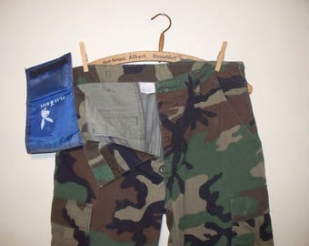 vintage 80s/90s woodland pattern camouflage pants with hidden wallet