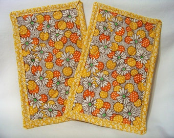 PK Quilted Plate Pad Set in Polka Dot Flowers in Yellow - Pot Holders - Hot Pad - Plate Pads - Set of Two - Ready To Ship