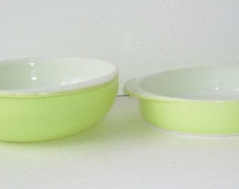 Pyrex Round Glass Lime Green Cake Pan #221  and  Lime Green #024 Round Bowl 2 Qt, 2 Pyrex Kitchen Bowls, Counry Kitchen, Garden Green