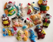 Lot if 13 colorful animal magnets! Vintage.