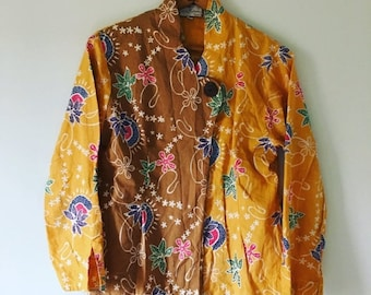 20% OFF SALE 70s Indonesian Batik Blouse Top • Floral Batik Blouse • Jacket Top