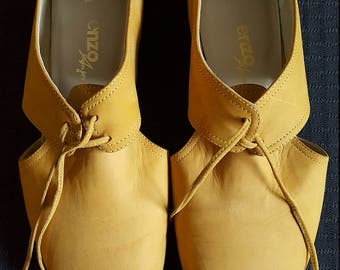 Vintage Mustard Enzo Angiolini Lace-up Brogue Flats