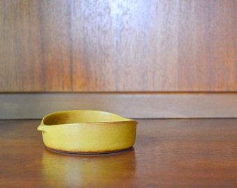vintage yellow bennington potters dish / vermont pottery / ceramic bowl dish