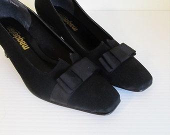 Vintage 1960's Black Pumps / Size 7 Woman's Magesians Black Bow Cute Heels