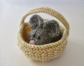 Squeaky Mouse in a Basket toy knitting patterns