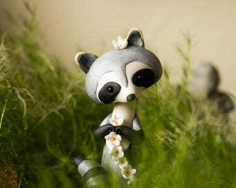 Raccoon Making a Daisy Chain - Raccoon Sculpture by Bonjour Poupette